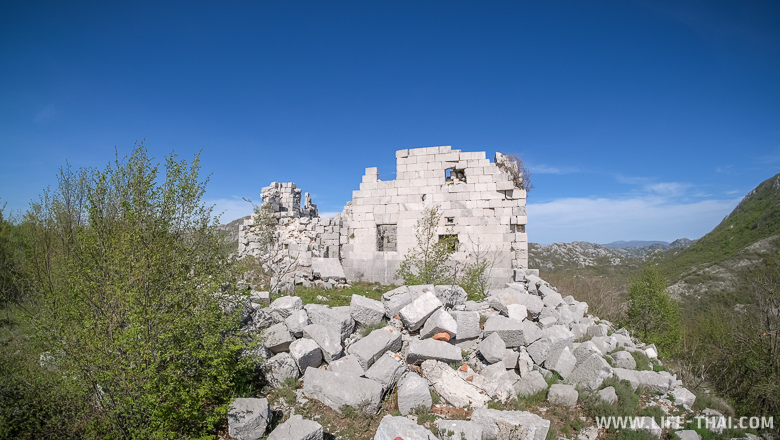 Развалины австрийского форта Ундер Грковац, Черногория