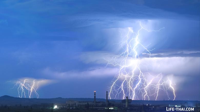 Ночная гроза. Молнии в Керчи, Крым.