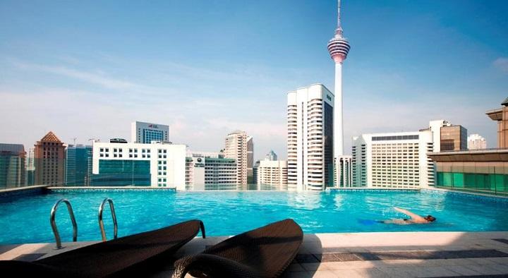 Отель с бассейном на крыше в Куала Лумпуре