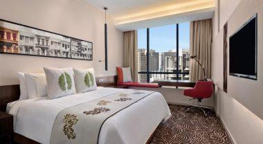 Шикарный отель с шикарным бассейном в Сингапуре