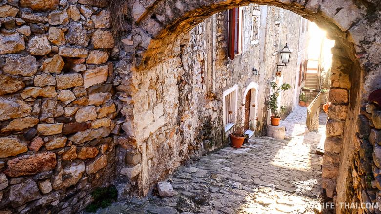 Улочки старого города в Ульцине, Черногория