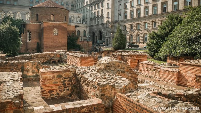 Руины античного города Сердика в центре Софии