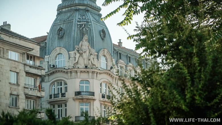 Фасад здания в Софии, Болгария