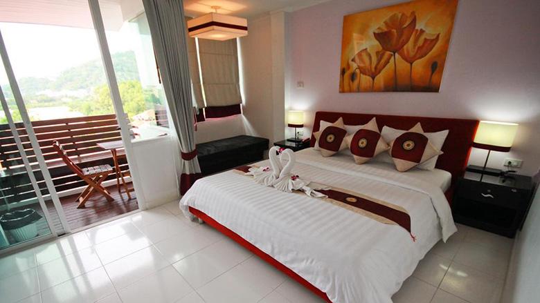 Хороший апарт-отель на пляже Ката, Пхукет