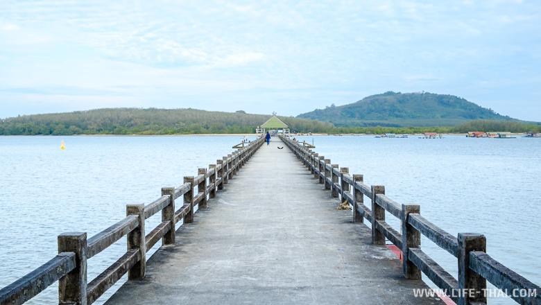 Пирс на Пхукете, с которого отправляются лодки на Coconut island
