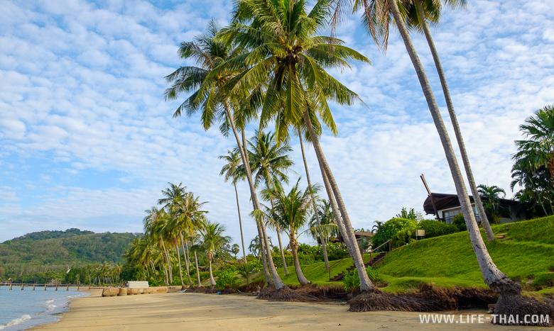 "Пляж ""The Village"" на Коконат айленде, Пхукет, Таиланд"