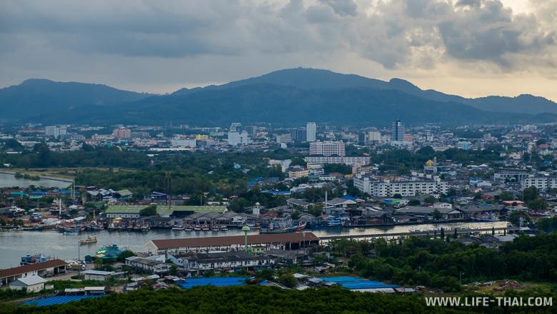 Панорамный вид на Пхукет-таун, Пхукет, Таиланд