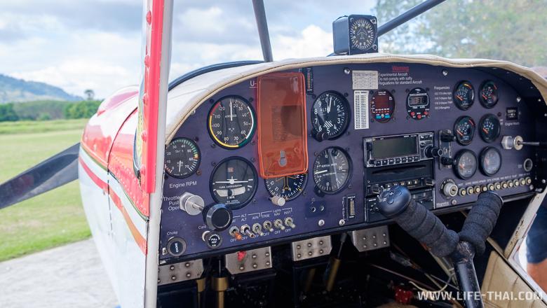 Внутри кабины самолёта, Пхукет, Таиланд