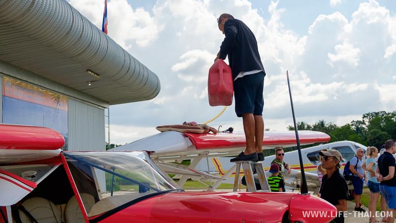 Заправка самолёта, Пхукет, Таиланд