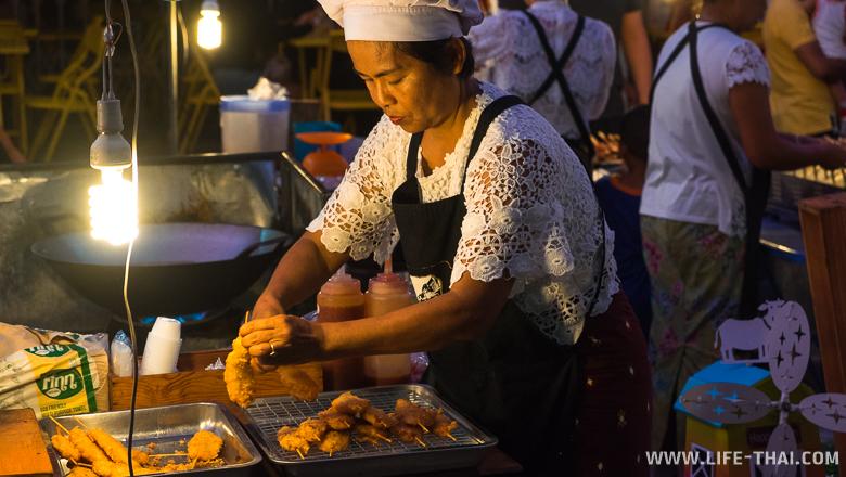 Ночной воскресный рынок в Пхукет-тауне. Интересные места Пхукета
