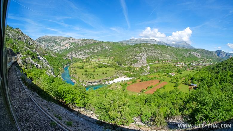 """Река Морача из окна поезда """"Черногория-Сербия"""""""
