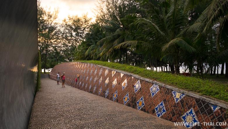 Памятник жертвам цунами, Као Лак, Таиланд