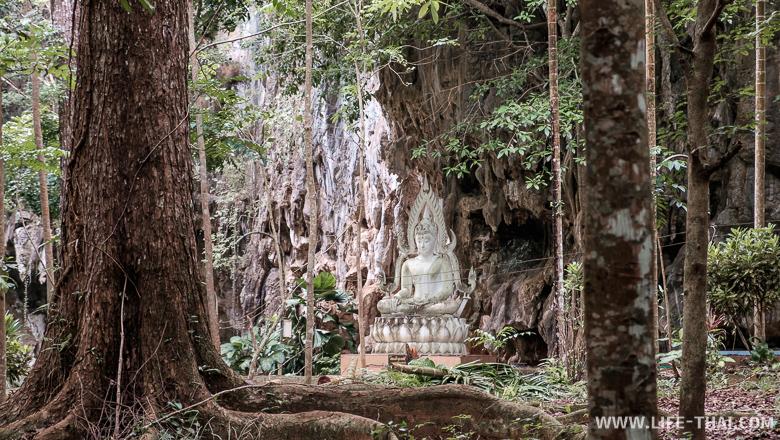 Пещерный храм в провинции Пханг Нга недалеко от Пхукета