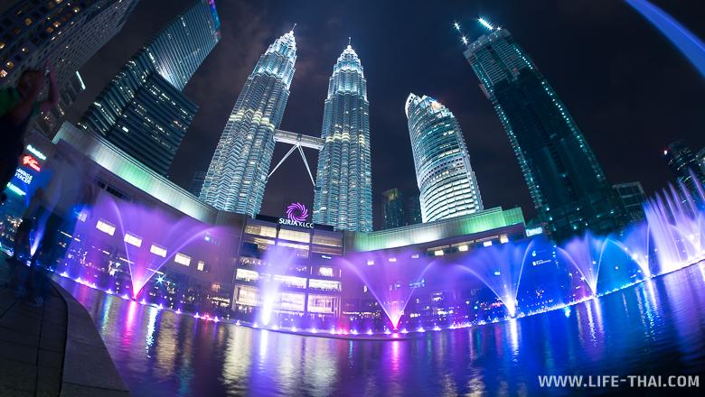 Башни-близнецы Петронас в столице Малайзии Куала Лумпуре