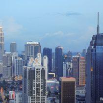 Куала Лумпур в сумерках. Вид с ресторана на крыше