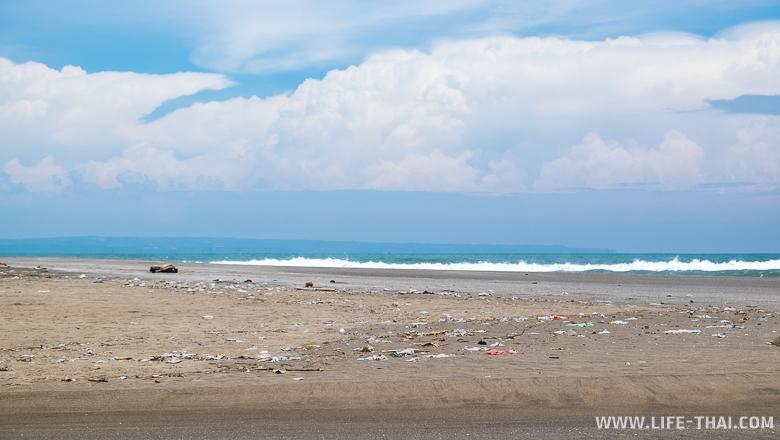 Мусор на пляжах Бали, Индонезия