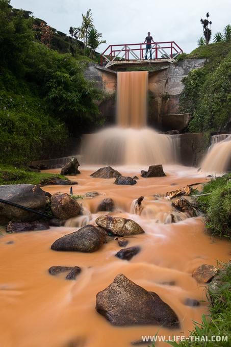 Водопад на чайной плантации, Камерон Хайлендс, Малайзия