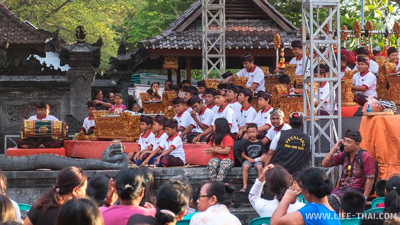 Церемония хинду на Бали, Индонезия