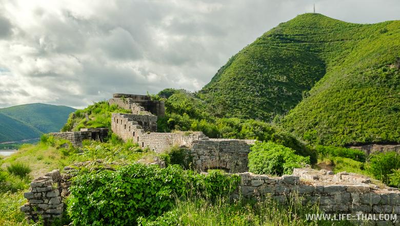 Заброшенная крепость Могрен около Будвы