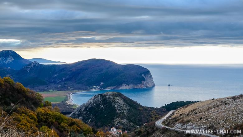 Вид на пляж Бульярица, Черногория