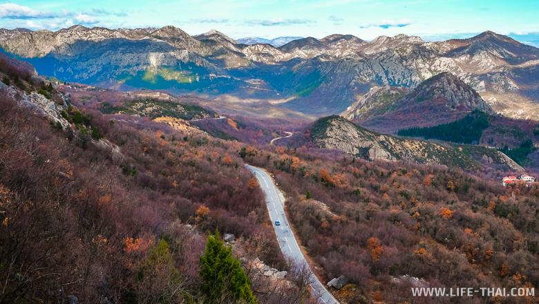 Дорогая в долине среди гор, путешествия по Черногория