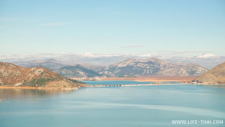 Вид на Скадарское озеро с крепости над Вирпазаром, Черногория