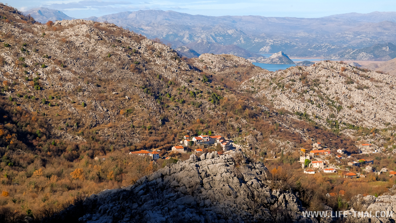 Одинокий дом в горах около Скадарского озера, Черногория