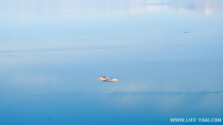 Островок в Скадарском озере, Черногория