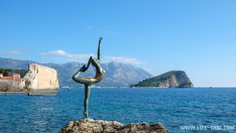 Памятник танцовщице, ждущей своего моряка, Будва, Черногория