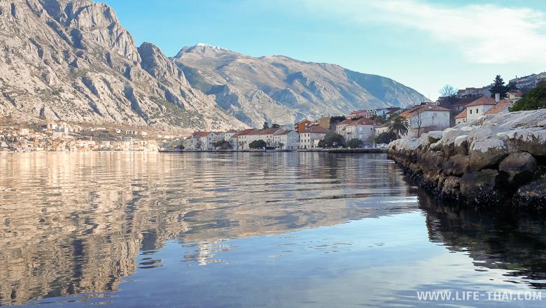 Вид на Котор с другой стороны Боко-Которского залива, Черногория