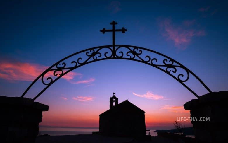 Что посетить в Черногории - церковь Св.Савы над Свети Стефаном