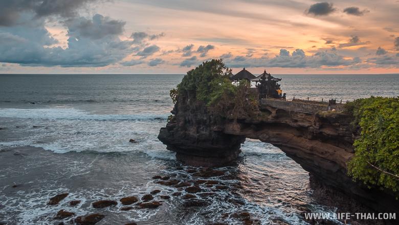 Храм Танах Лот на Бали, Индонезия