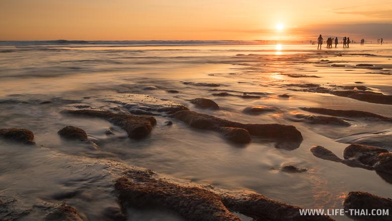 Закат на пляже Эко, Бали