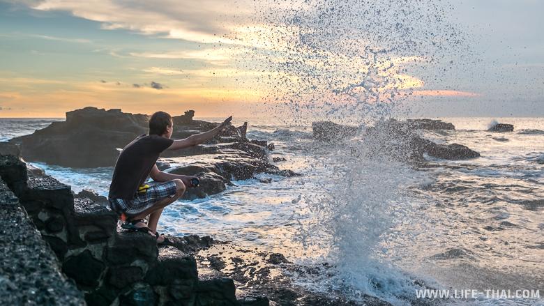 Закат на пляже Менгенинг, остров Бали