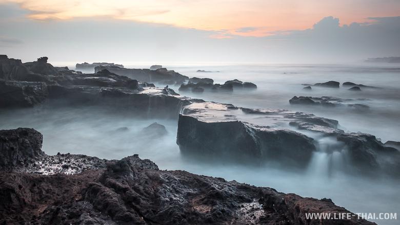 Закат на длинной выдержке, пляж Менгенинг, остров Бали