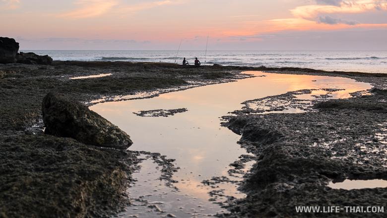 Закат на Бали, рыбаки