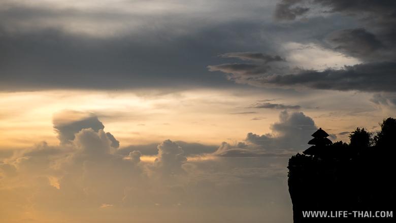 Закат в храме Улувату, Бали
