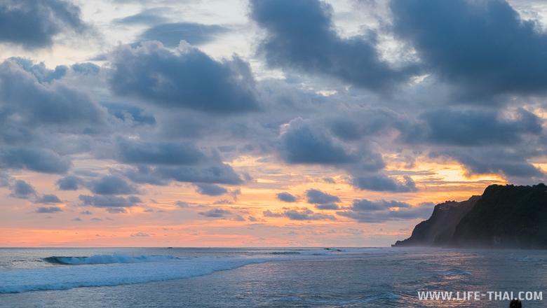 Закат на пляже Меласти, Бали, Индонезия