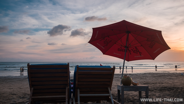 Закат на пляже Семиньяк, Бали