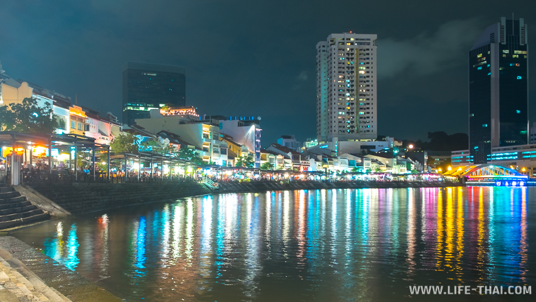 Набережная Boat Quay в Сингапуре ночью