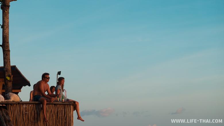 В ожидании заката на пляже Эко бич, Бали