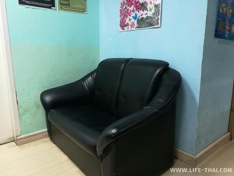 В приёмной стоматологической клиники, Малайзия