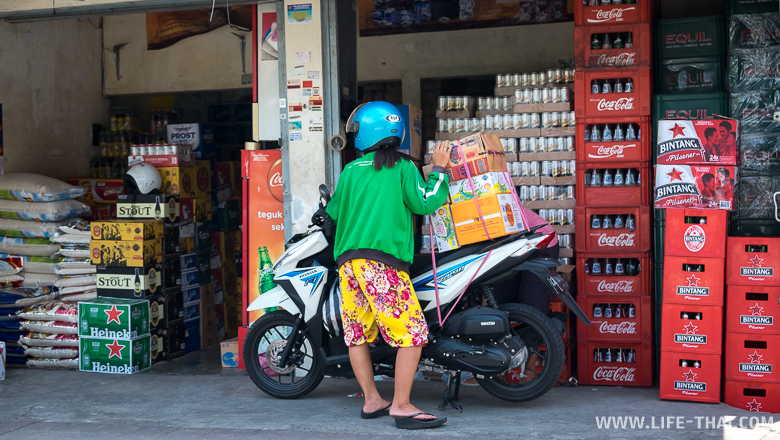 Магазины на Бали. Местный торговый склад