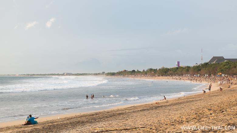 Самый популярный пляж острова Бали - Кута