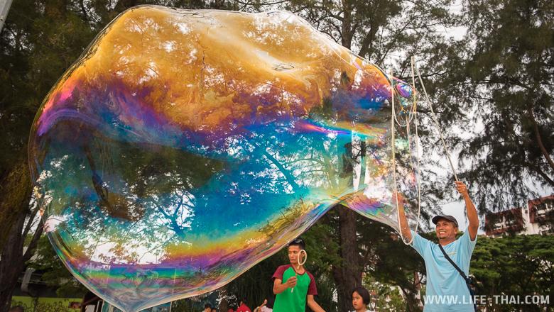 Мыльные пузыри в Малайзии