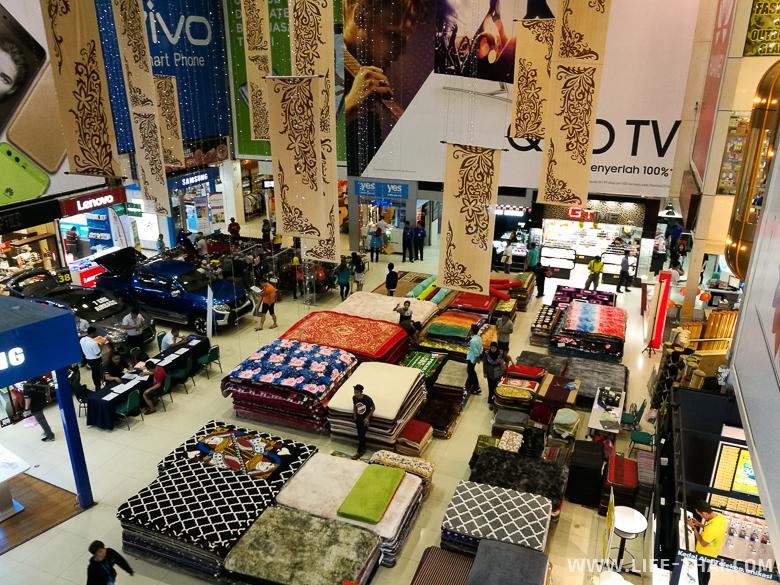 Торговый центр для местных в Кота Кинабалу, Малайзия