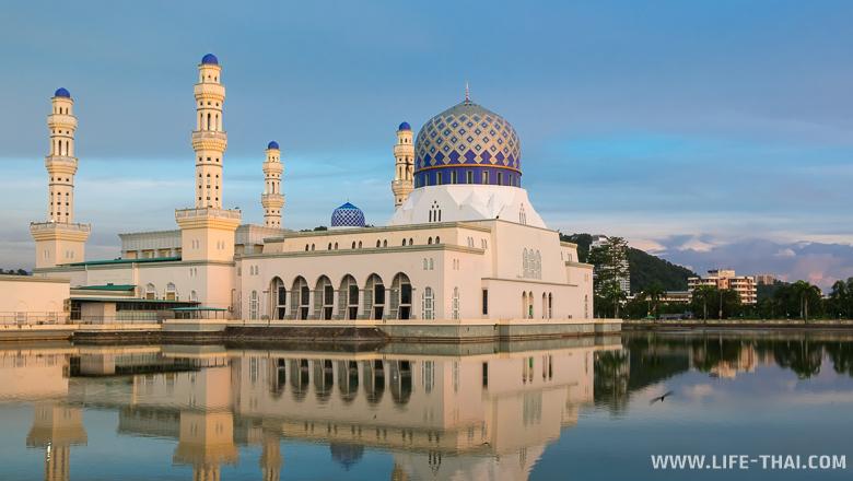 Городская мечеть в Кота-Кинабалу, Сабах, Малайзия