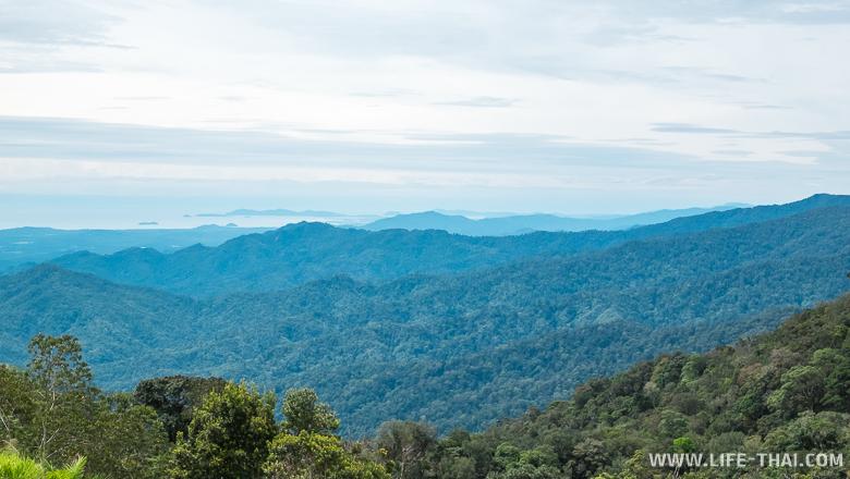 Вид на остров Борнео с горы, Сабах, Малайзия