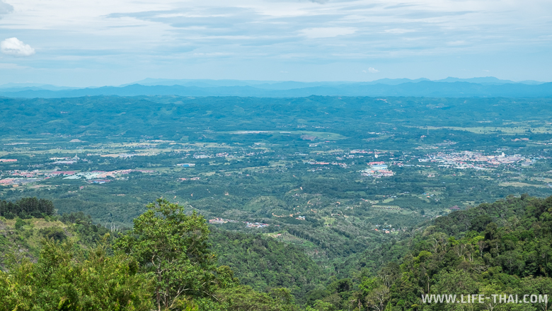 Вид на Борнео со смотровой башни в Крокер Рэнж парк, Малайия