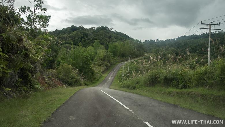 Дорога к водопаду Махуа, Борнео, Малайзия